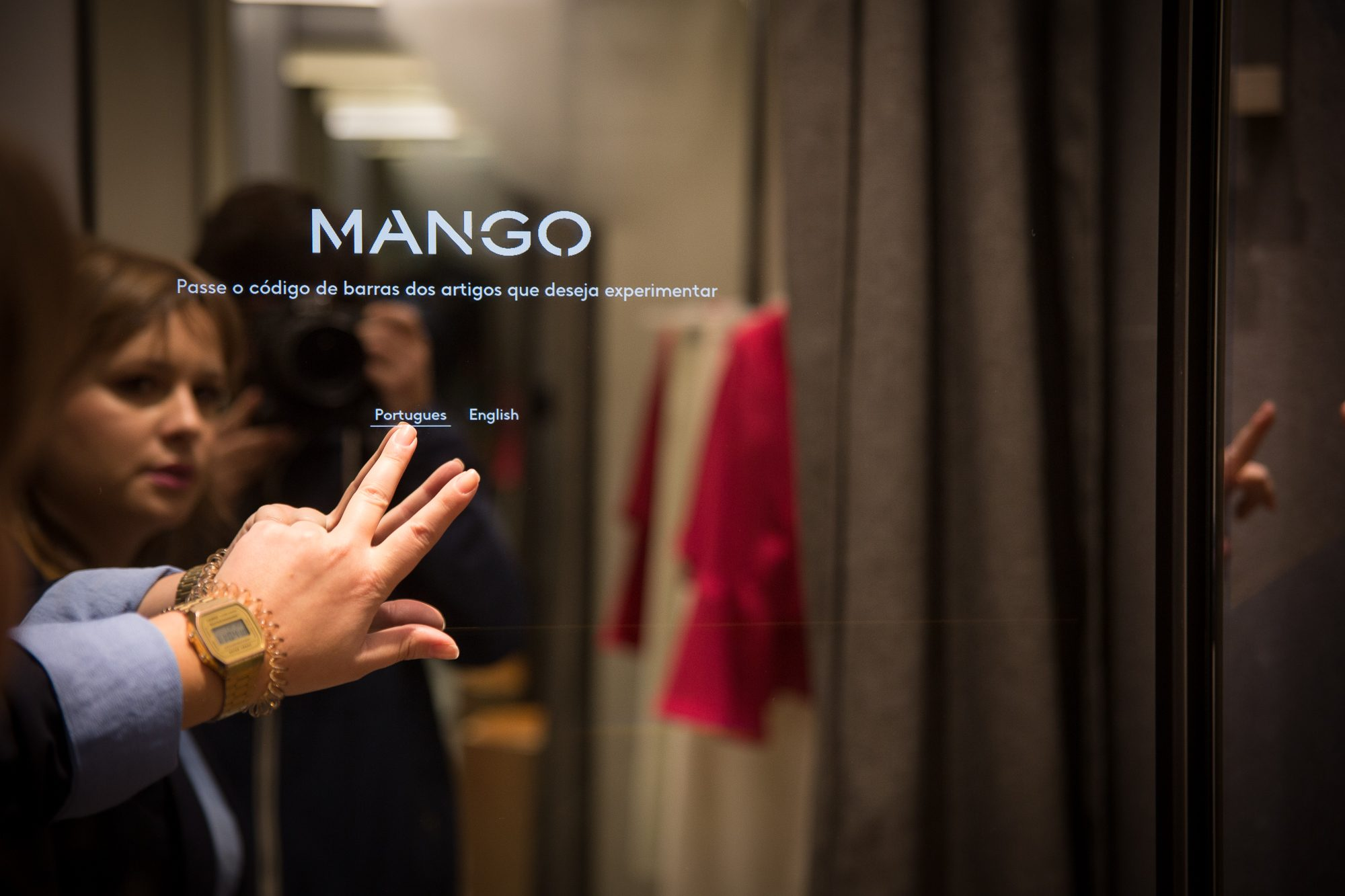 Digital mirror Mango